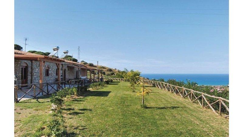 azienda agricola pucci - casa vacanze con vista paronamica, holiday rental in Campofelice di Roccella