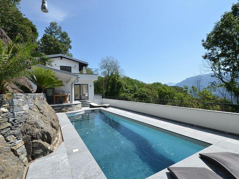 Exclusive 4 1/2 Zimmer Villa, mit 2 Parkplätze, Schwimmbad, Klima., casa vacanza a Lago Maggiore