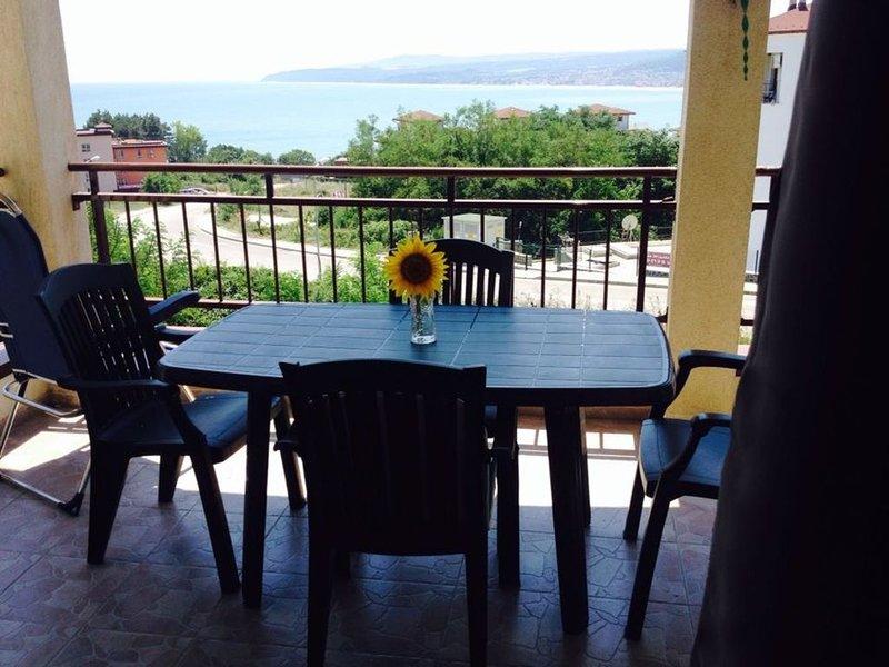 Ferienwohnung mit Pool, Meerblick, 1/2 Stock, großer Balkon, in St.Dionisij 23, location de vacances à Province de Varna