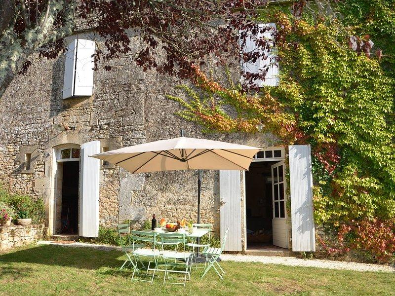 Magnifique maison ancienne totalement rénovée, casa vacanza a Saint-Cybranet