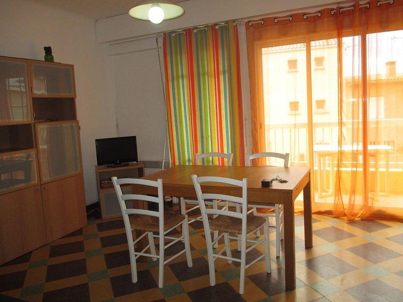 A deux pas de la plage, bel appartement avec balcon et vue sur mer, holiday rental in Valras-Plage