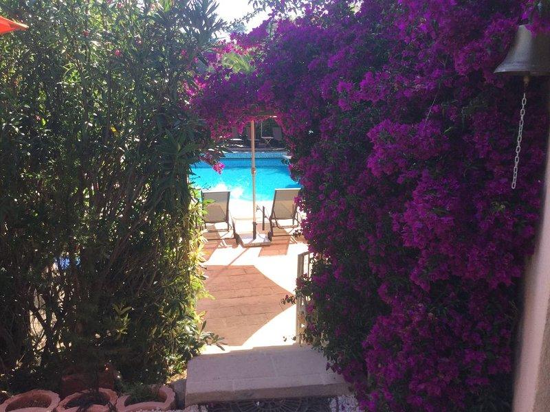 Appartement calme dans villa grand standing avec piscine vue mer panoramique – semesterbostad i Mandelieu-la-Napoule