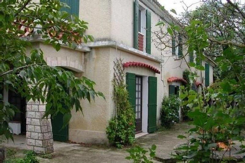 Mas provençal 6 pers classé 'meublé 4 étoiles' à Raphèle les Arles. Très calme., vacation rental in Le Sambuc