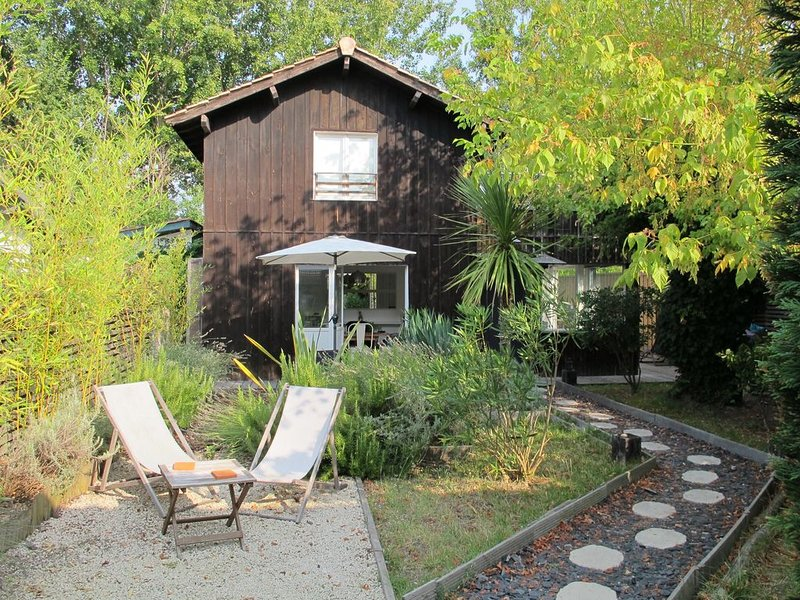 cabane du bassin  à 200m du Bassin d'Arcachon, Taussat-Lanton, Gironde, vacation rental in Lanton