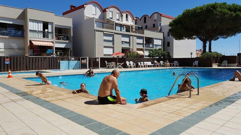 Pool + paddling pool Solarium