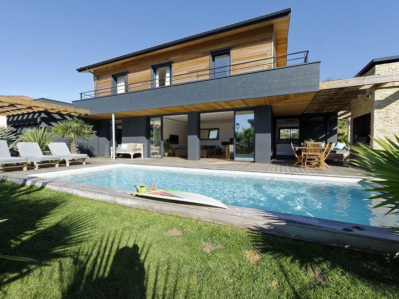 Villa Neuve 5* avec Piscine Chauffée. Plage à pied, vacation rental in Capbreton