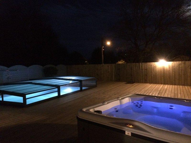 Proche soulac/mer Maison de 8 couchages avec piscine couverte chauffée, jacuzzi, location de vacances à Talais