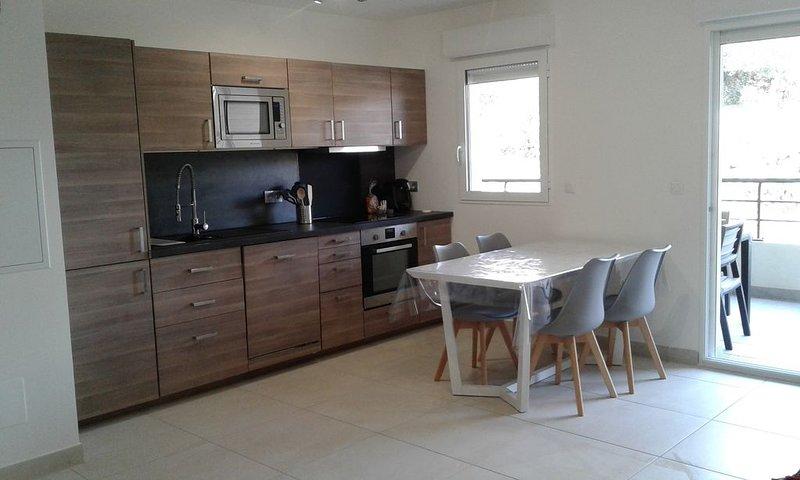 T3 dans résidence neuve à 500 mètres de la plage (clim et wifi) avec parking, location de vacances à Île-Rousse