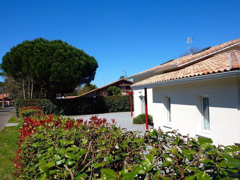 Maison moderne avec parking tout à pied: Lac marin, mer, centre  Ideal no stress, location de vacances à Vieux-Boucau-les-Bains