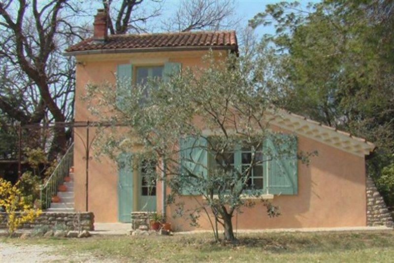 Maison de caractère en bordure d'un canal pittoresque, casa vacanza a L'Isle-sur-la-Sorgue