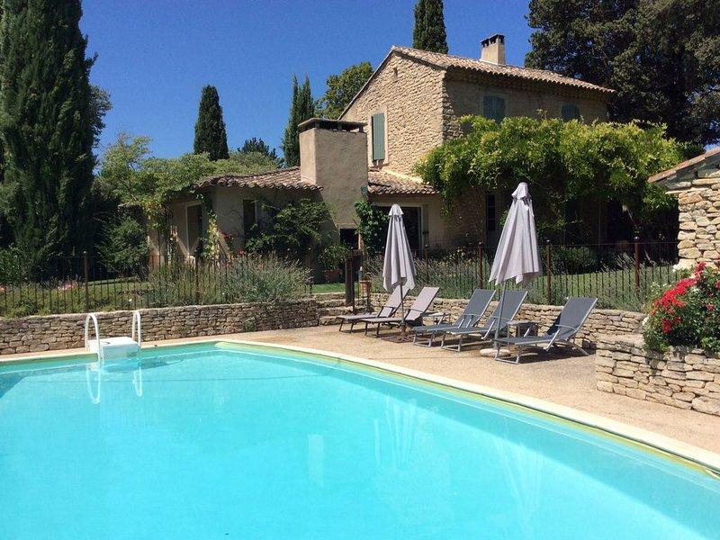 Maison de caractère restaurée, avec jardin et piscine, pour 10 personnes, casa vacanza a Fontaine de Vaucluse
