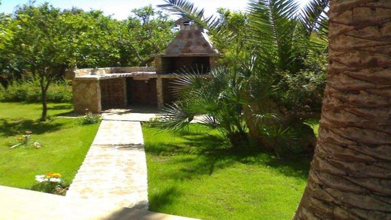 MAISON ORSA MAGGIORE parking ,FREE WI-FI, barbecue ,veranda prè vert, holiday rental in Olmedo