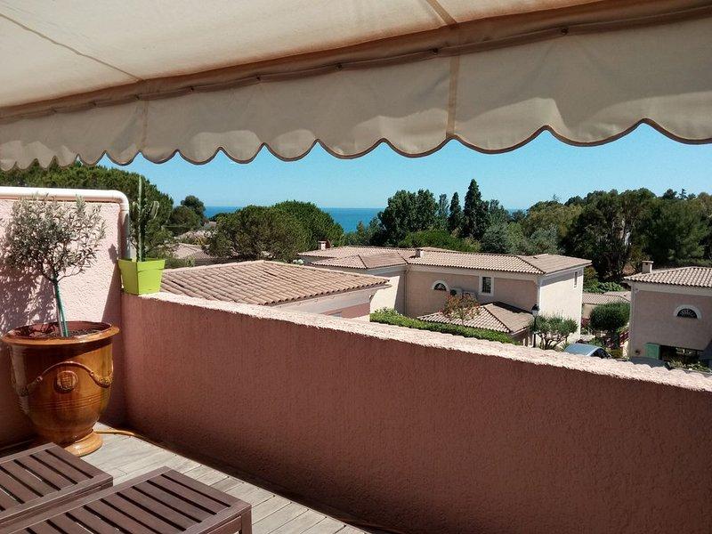 LES HAUTS DE VAUGRENIER Magnifique Duplex avec piscine, location de vacances à Villeneuve-Loubet
