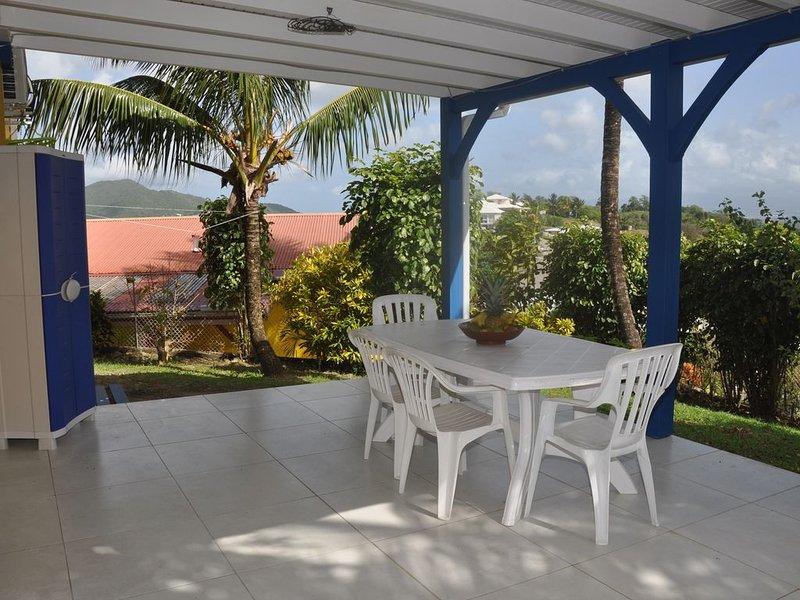 Appartement calme avec verdure tropicale et vue agréable, vacation rental in Riviere-Salee