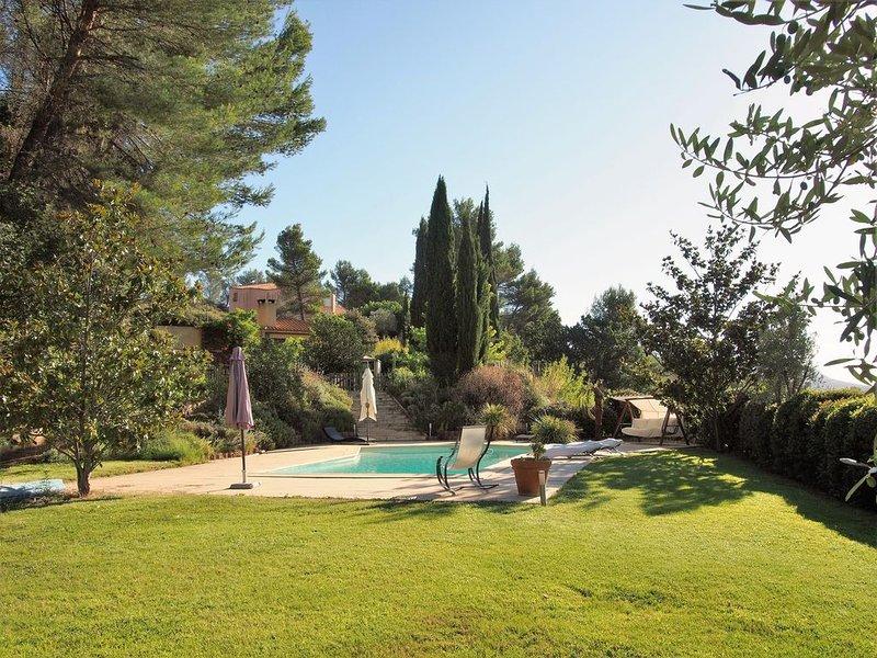 Appartement indépendant dans propriété avec piscine, holiday rental in Aix-en-Provence