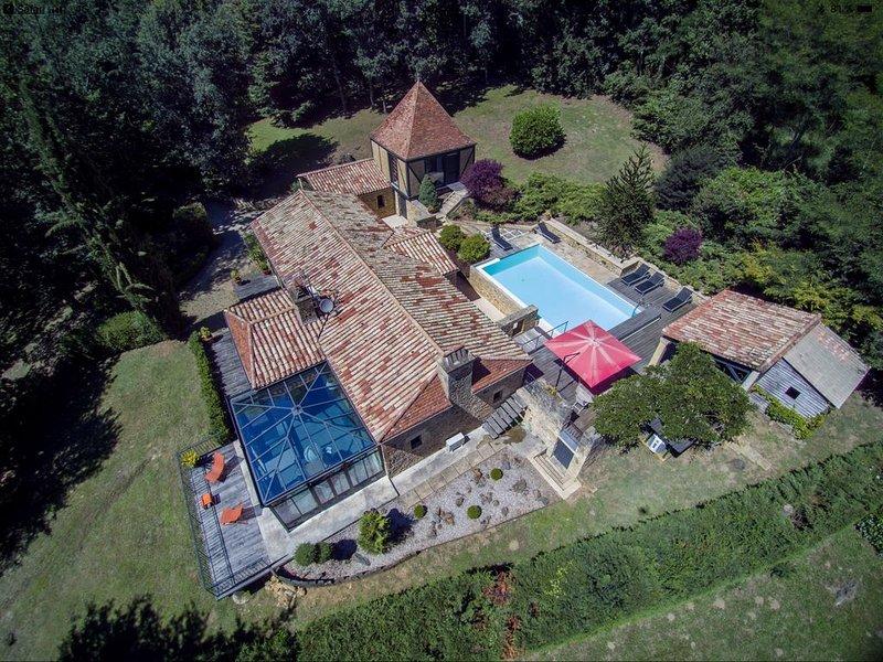 Magnifique demeure idéalement située à Sarlat. Très belles prestations. A voir !, location de vacances à Sarlat la Canéda
