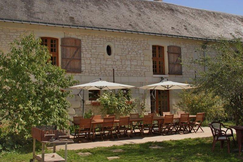 Ecogîte de séjour Pic Epeiche (17 à 24 personnes) à Lerné (Indre et Loire), vacation rental in Couziers