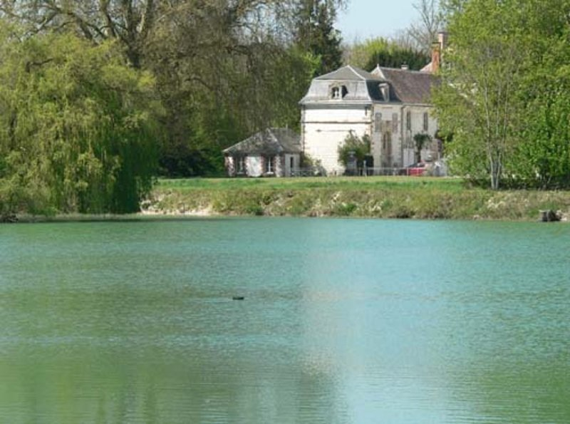 Pavillon du Lac au Château de Juvigny, holiday rental in Clamanges