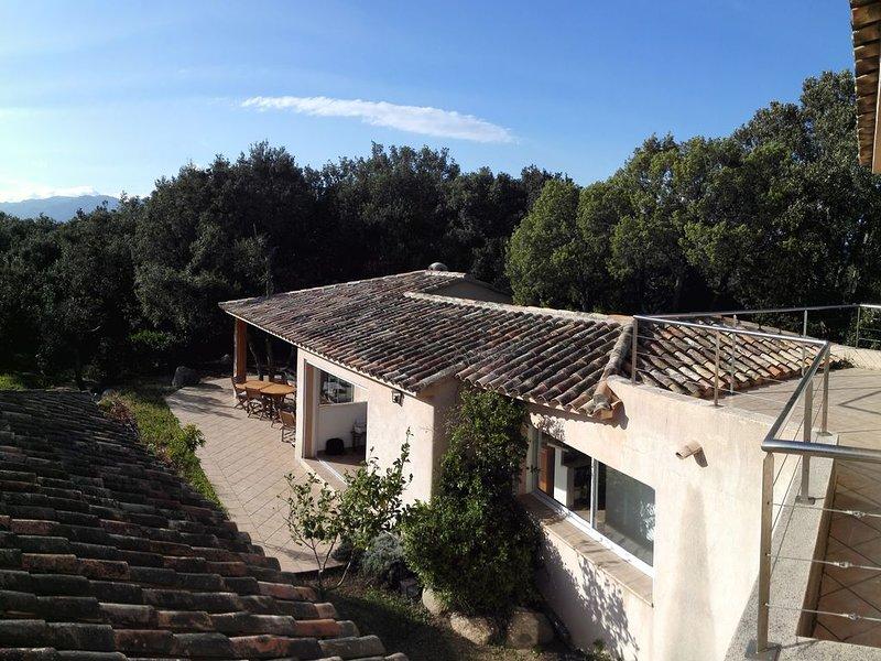 Domaine privé de CALA ROSSA - Grand jardin, location de vacances à Lecci