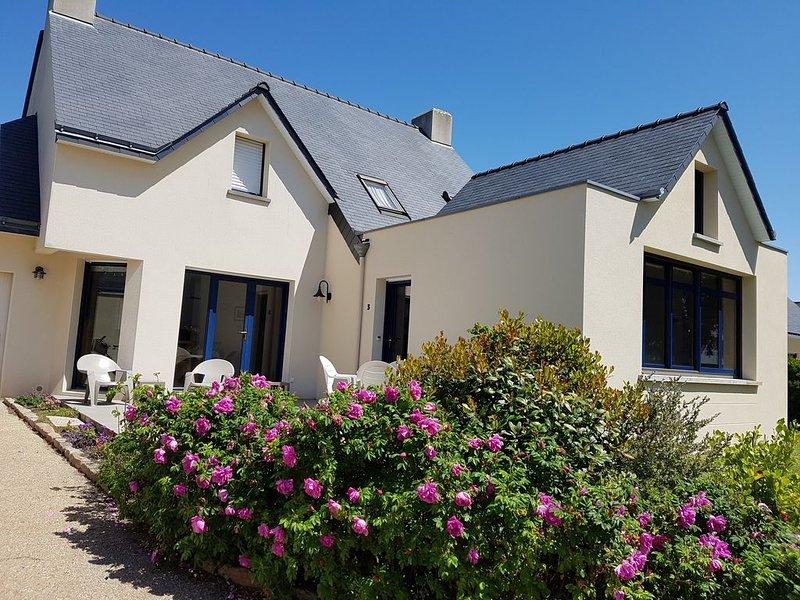 Maison Le Croisic 100m bord de mer,jardin clos,port de peche, holiday rental in Loire-Atlantique