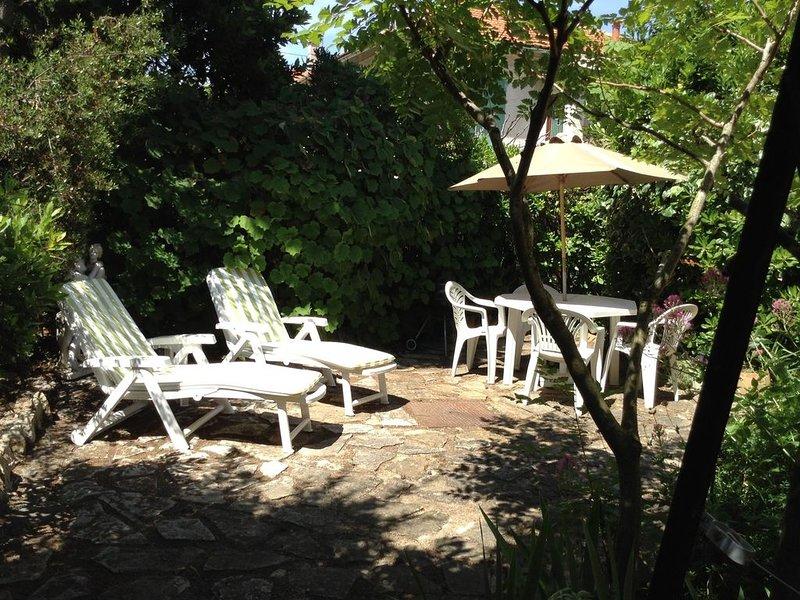 Appartement  avec jardin 3 à 4 personnes, quartier résidentiel,proche plage, location de vacances à Sanary-sur-Mer
