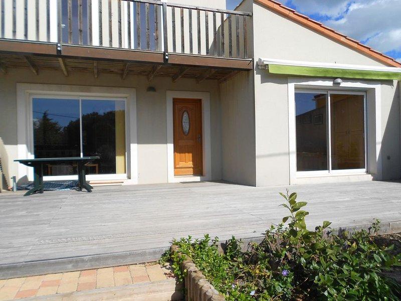 Promotion .Villa standing neuve, piscine, près mer , Wifi, Clim, 4Clés, holiday rental in Balaruc-le-Vieux