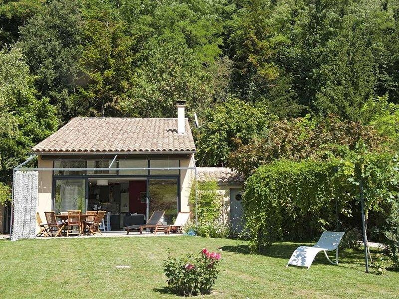 Maison individuelle calme, beau jardin, spa privatif, Drôme provençale, 2 Pers, location de vacances à Drôme