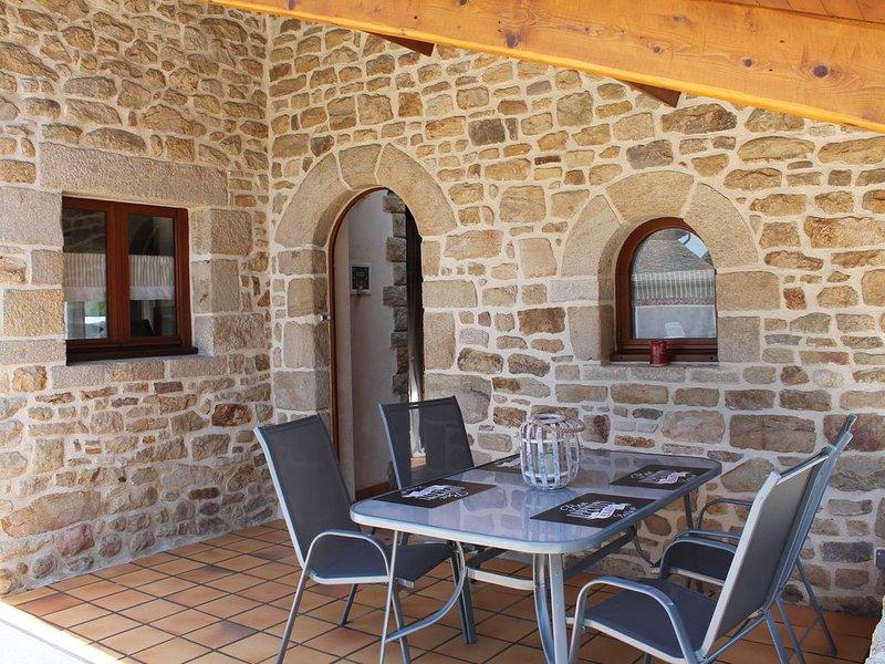 charmante petite maison de campagne    LA MAISON DU BONHEUR, holiday rental in Pledeliac