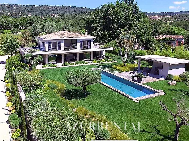 Magnifique propriété neuf avec des matériaux et decoration très haute de gamme, location de vacances à Plan de la Tour