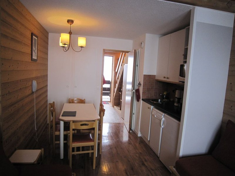 Au pied des pistes, beau duplex, 2 chambres , 6 personnes, 7ème étage, parkin, holiday rental in Belle Plagne