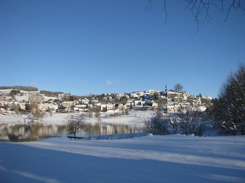 Village LA TOUR D'AUVERGNE in winter with lake