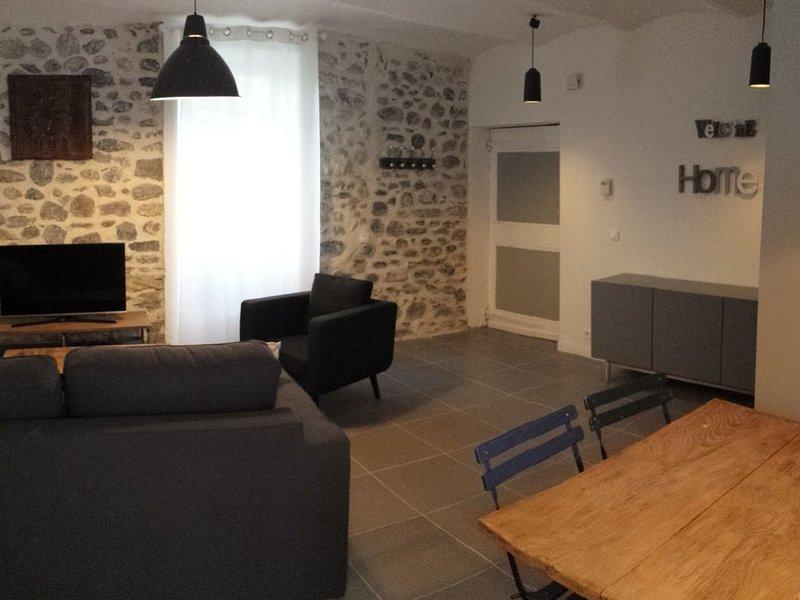 MAISON TOUT CONFORT A VALLON PONT D'ARC, holiday rental in Vallon-Pont-d'Arc