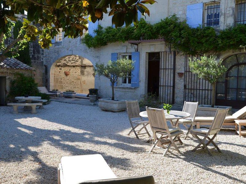 Bastide de charme au coeur des Alpilles, holiday rental in Arles