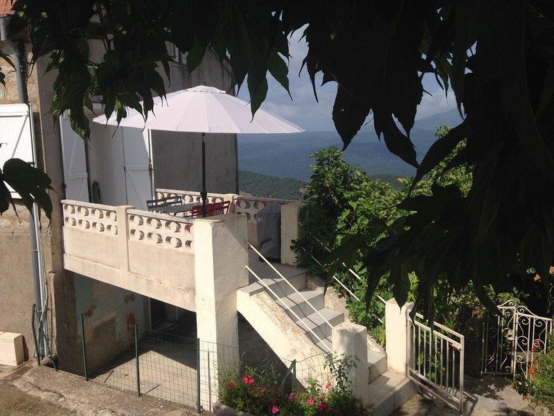 MAISON  VILLAGE  SUR LA COMMUNE DE PETRETO BICCHISANO ENTRE MER ET MONTAGNE, vacation rental in Petreto-Bicchisano
