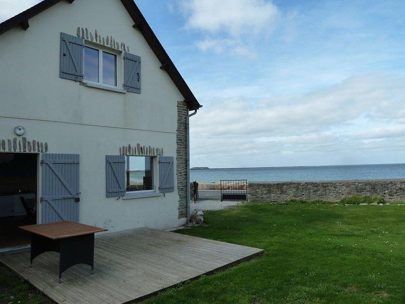 maison avec jardin face à la mer dans le cotentin, location de vacances à Maupertus-sur-Mer