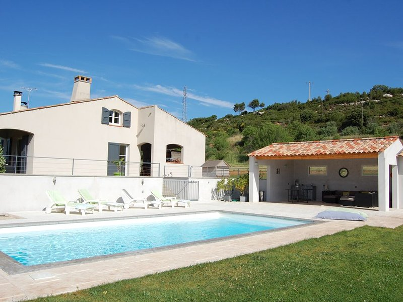 Villa en campagne avec piscine  proche d'Aix en Provence, vacation rental in Bouc-Bel-Air