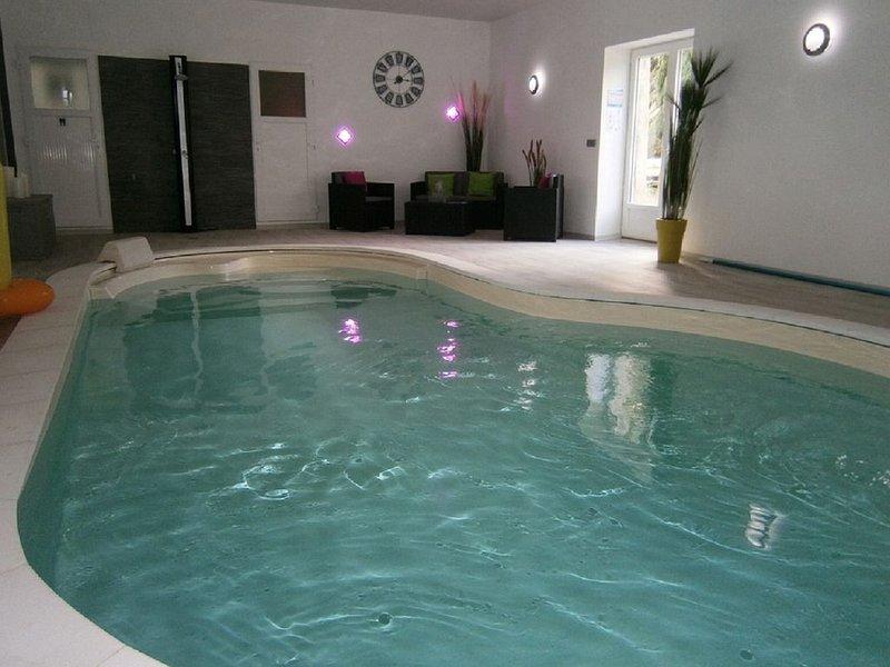 Gîte 8 personnes avec piscine intérieure chauffée et étang de pêche., alquiler vacacional en Le Dezert