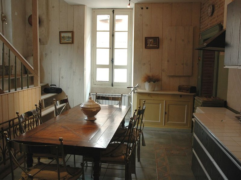Appartement de charme 4 personnes wi-fi, vacation rental in Lescure-d'Albigeois