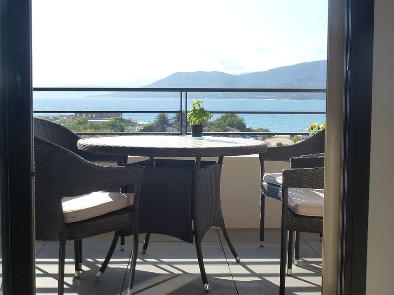 Magnifique Appartement neuf avec Terrasse Vue Mer, vacation rental in Propriano
