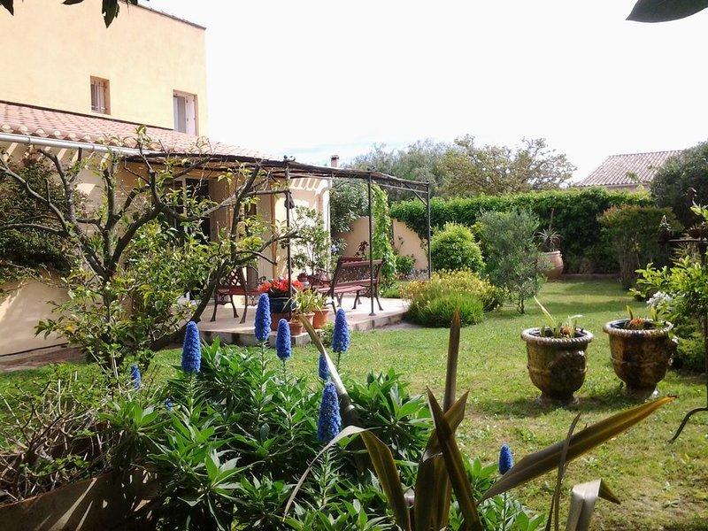 Villa plein de charme avec 3 chambres proche plage, vacation rental in La Londe Les Maures