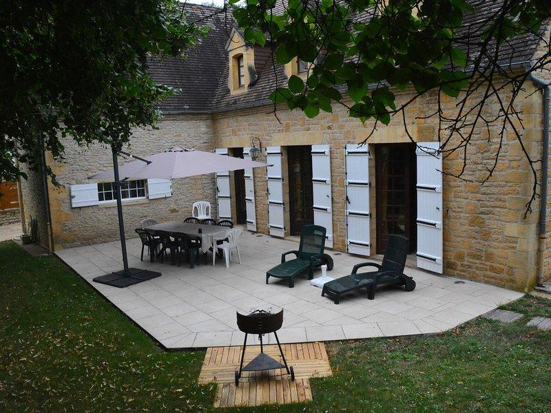 Près  de Sarlat , Périgord Noir,  Belle Maison Périgourdine,  piscine chauffée, holiday rental in Orliaguet