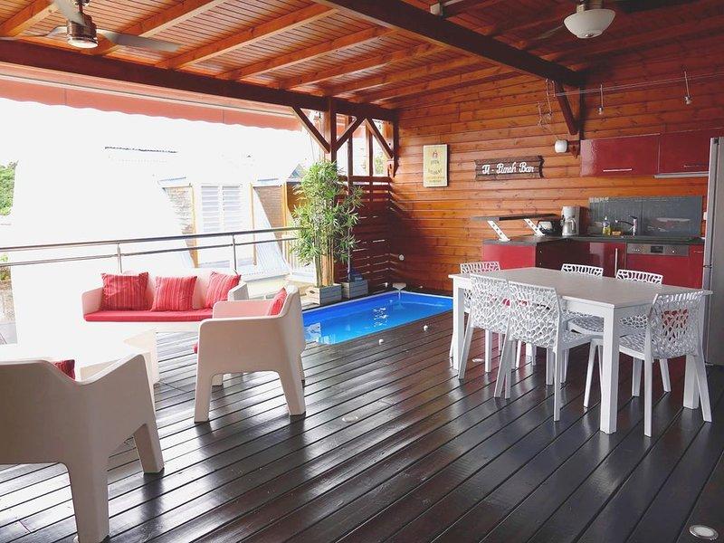 Duplex de standing, mini-piscine toit terrasse, superbe vue mer, centre Ste Anne, aluguéis de temporada em Sainte-Anne