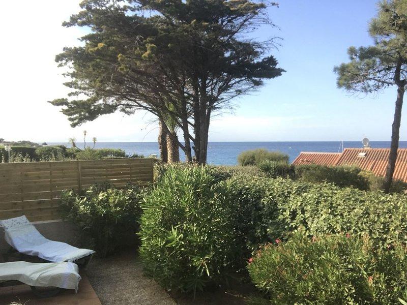 Mini villa climatisée - Vue mer - Mer à 50 m - Jardin et 2 terrasses 300 m2, casa vacanza a Lumio