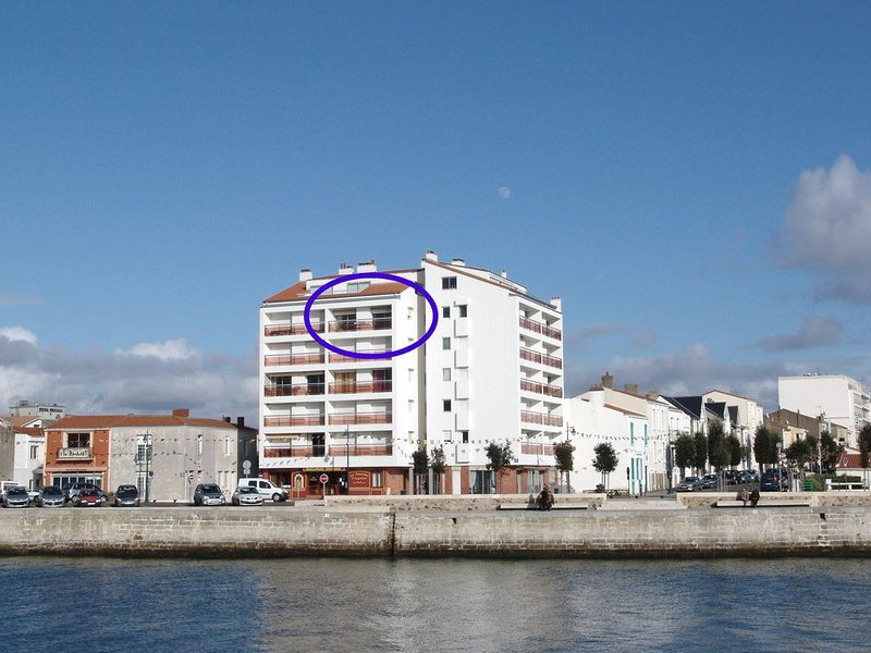 Appartement VUE MER, double balcon vue le chenal et sur la Chaume, aluguéis de temporada em Les Sables-d'Olonne