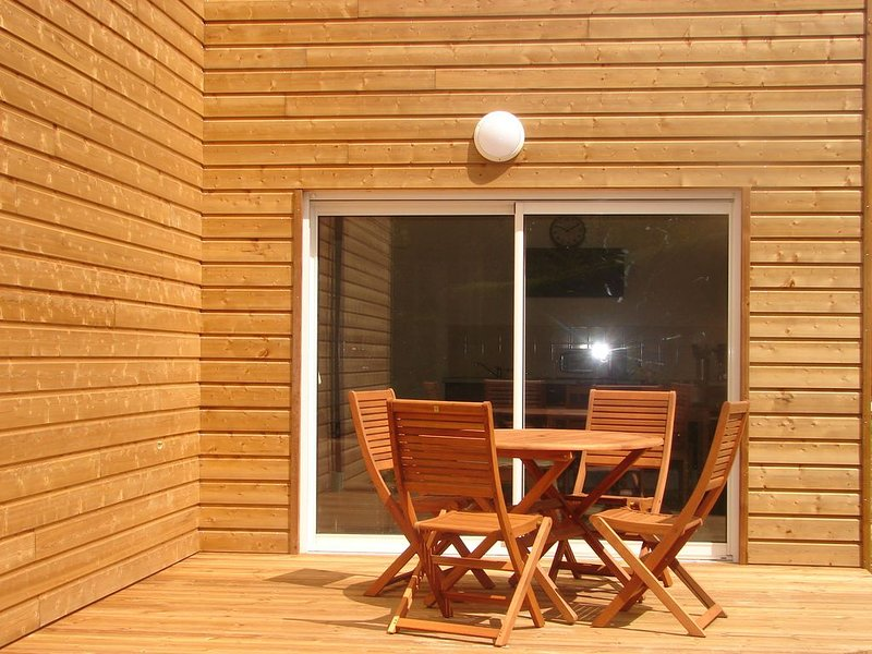 Appartement T2 avec terrasse abritée Sud à 3 km des plages, aluguéis de temporada em Trebeurden