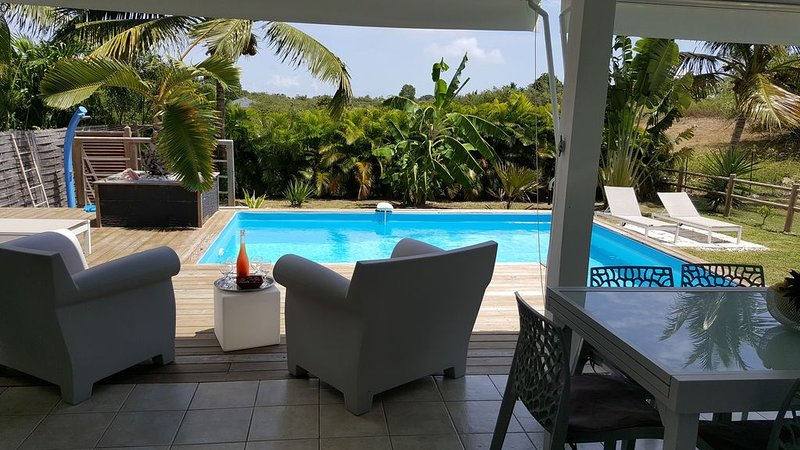 Villa Majeya confort piscine et jardin privés proche plage, holiday rental in Saint Francois