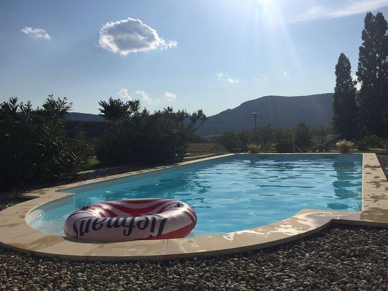 VILLA LA FOURMI ET PISCINE AU PIED DU MONT VENTOUX, vacation rental in Malaucene