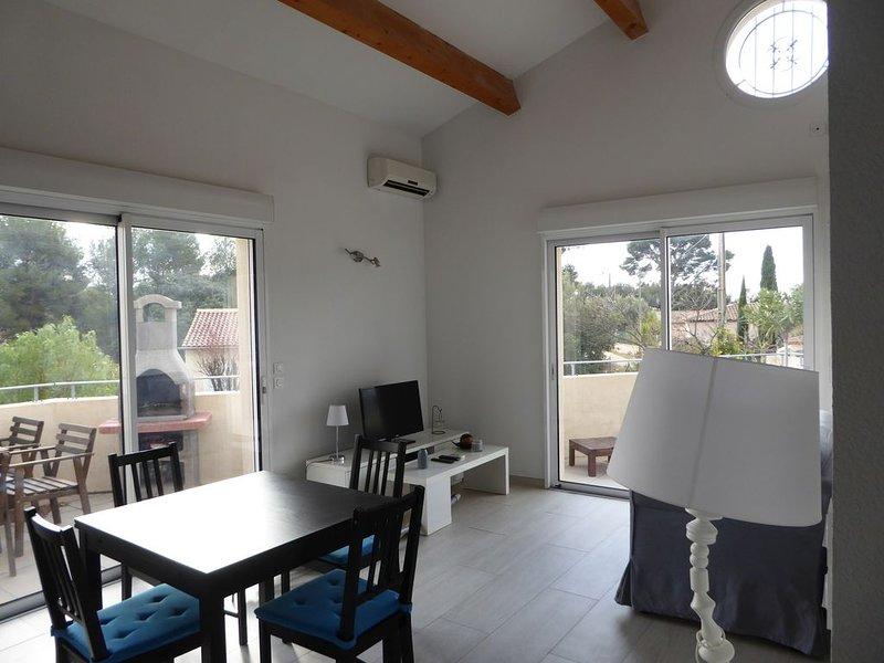 Luxueux T2,40 m2, climatisé, 3 terrasses, à 350 m de la plage. Parking privé., holiday rental in Saint-Cyr-sur-Mer