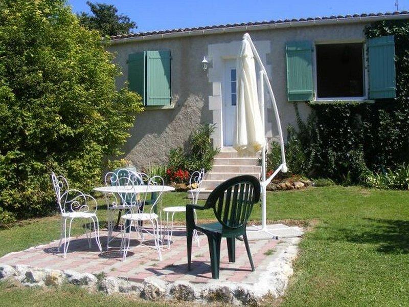 Maison 4 personnes à proximité de la Dordogne, vacation rental in Rougnac