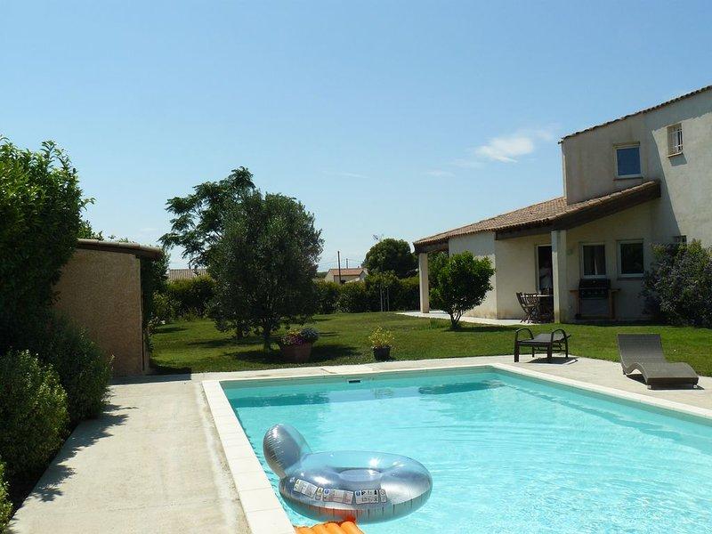 Maison 160 M2  JARDIN 900 M2 CLOS PISCINE SANS VIS A VIS, holiday rental in Le Somail